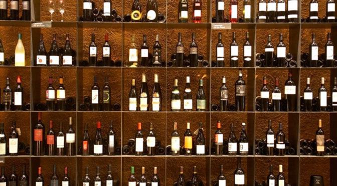 Cómo servir el vino como un auténtico sumiller