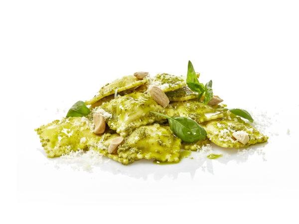 La Gran Familia Mediterránea - Ravioli de queso de Cabra y cebolla al pesto verde